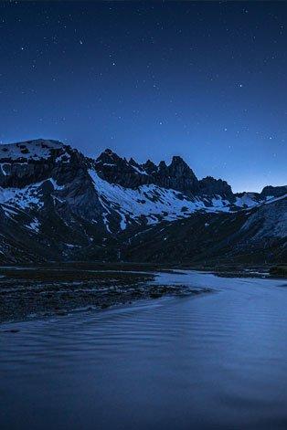 Segnesboden bei Nacht mit Sternenhimmel